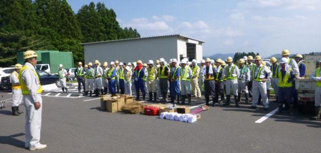 藤田社長のあいさつ 総勢90名による清掃奉仕活動